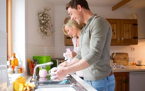 ➡️ lavar los paltos a mano es beneficioso para la pareja